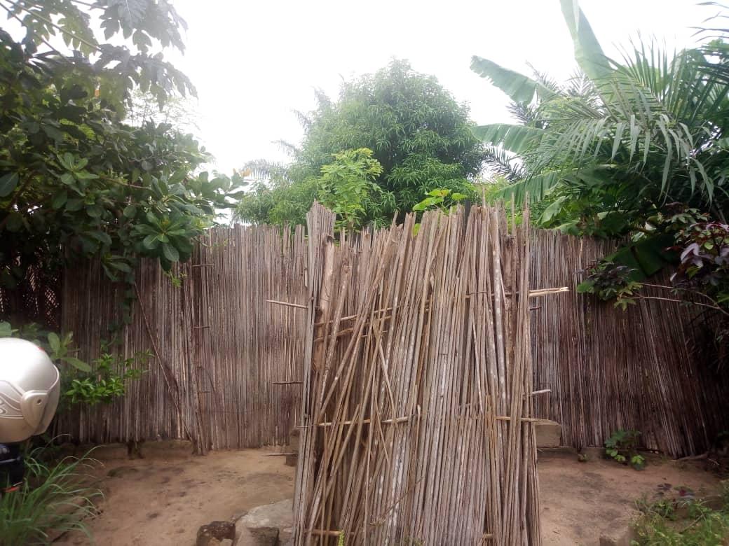 Terrain à vendre , adeti kope                         (Non loin du marché à 1 km du goudron)                     , Lome : 6 000  000 FCFA