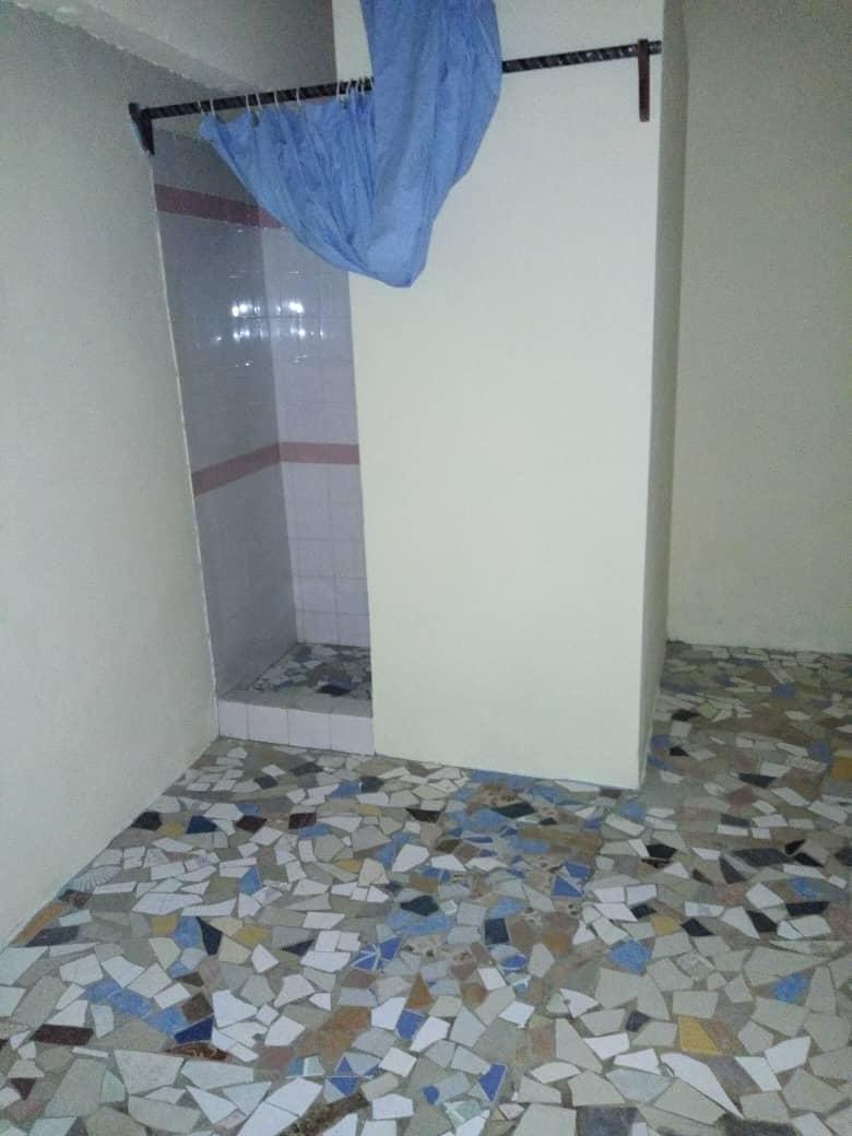 N° 4500 :                             Villa à louer , Kegue, Lome, Togo : 200 000 XOF/mois