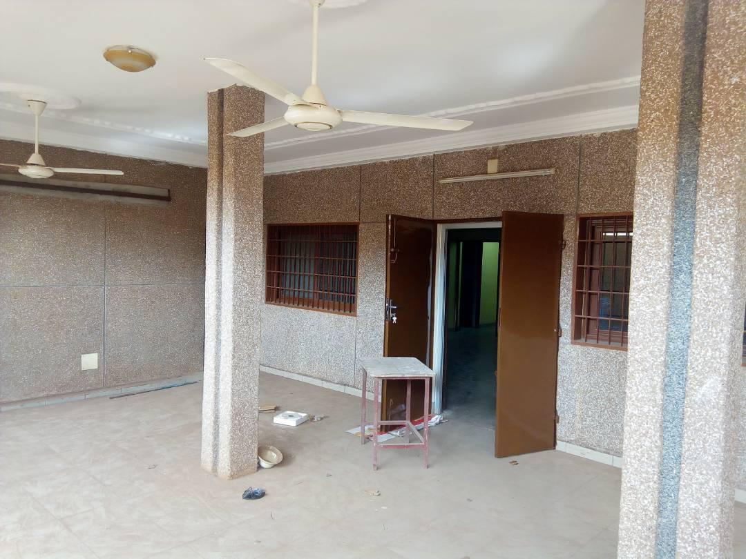 Villa à louer , hédzranawoé                         (Non loin de la station d'essence Oando)                     , Lome : 500 000 FCFA/mois