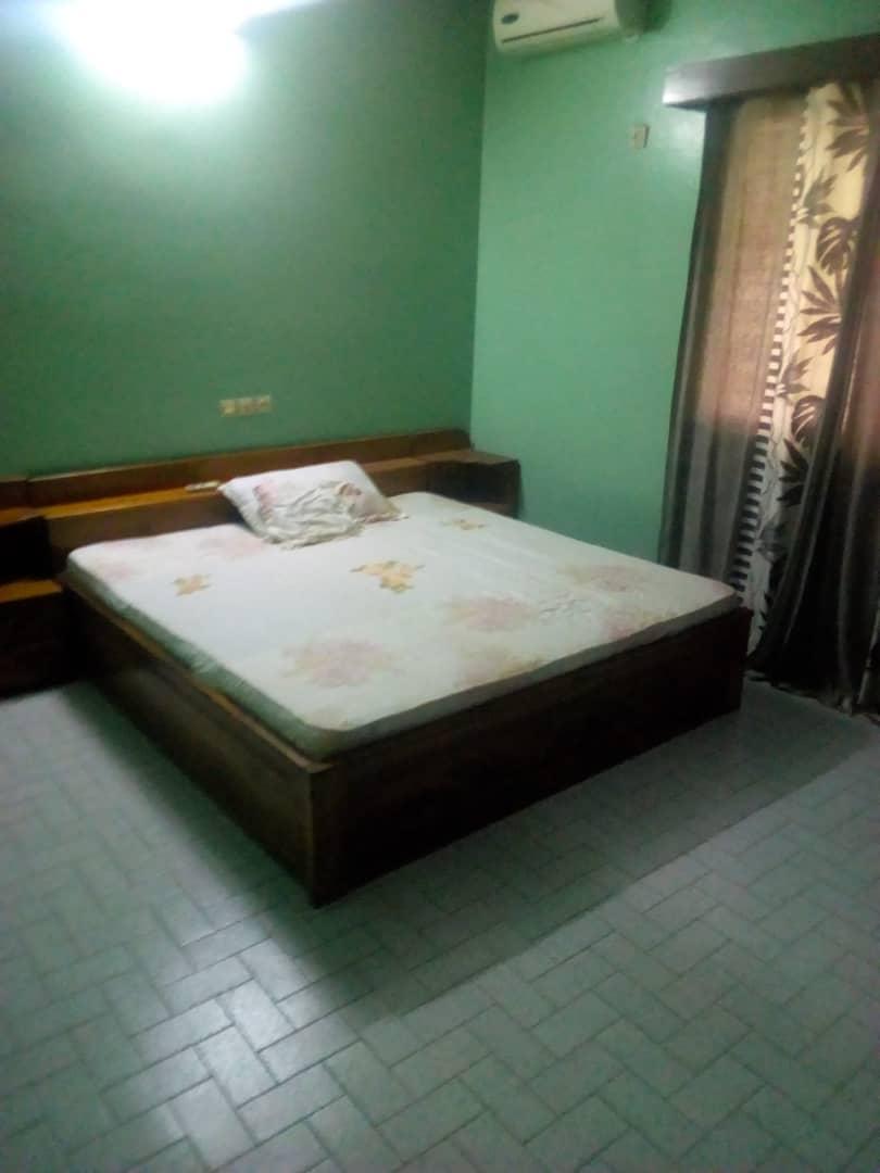 N° 4401 :                             Villa meublée à louer , Atikoume, Lome, Togo : 400 000 XOF/mois