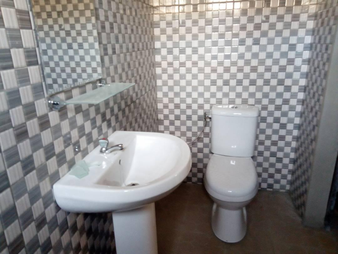Villa à louer ,  agoe                         (Téléssou non loin de Fabric brique)                     , Lome : 100 000 FCFA/mois