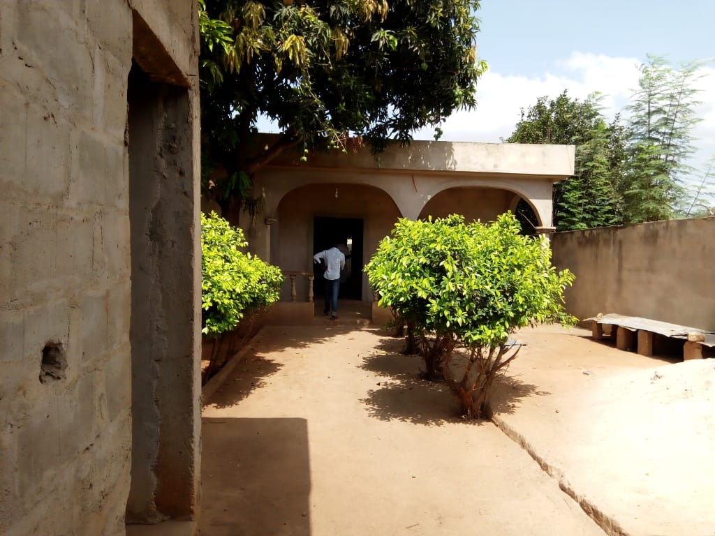 Villa à vendre , agoe                         (CEG-EST)                     , Lome : 25 000  000 FCFA