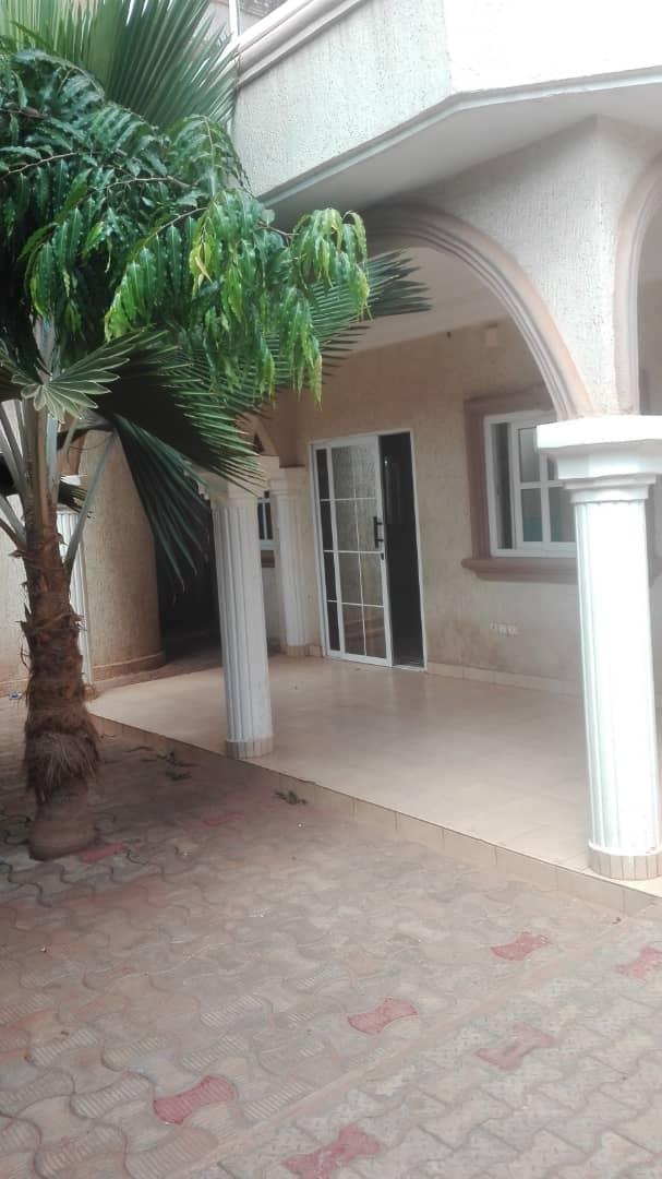 Villa à louer , avedji                     , Lome : 250 000 FCFA/mois