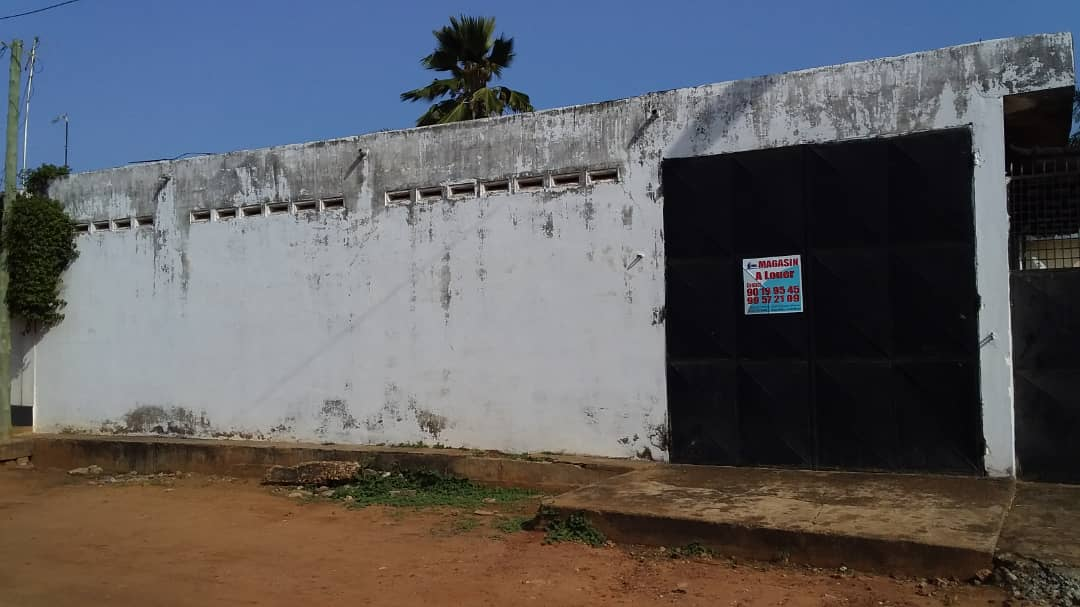Magasin à louer , tokoin                         (Non loin de la Pharmacie Avé Maria)                     , Lome : 250 000 FCFA/mois