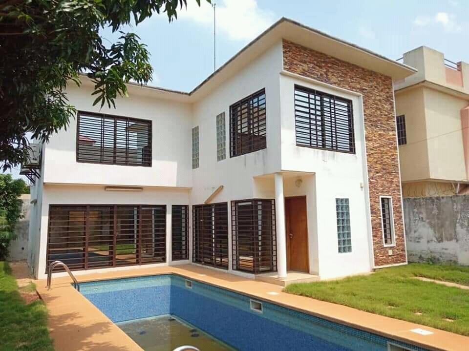 Villa à louer , hedzranawoe                         (OTR à 50 m du goudron)                     , Lome : 800 000 FCFA/mois