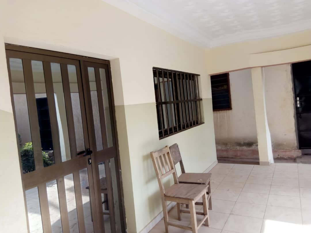 N° 4413 :                             Villa à louer , Agoe sogbossito, Lome, Togo : 120 000 XOF/mois