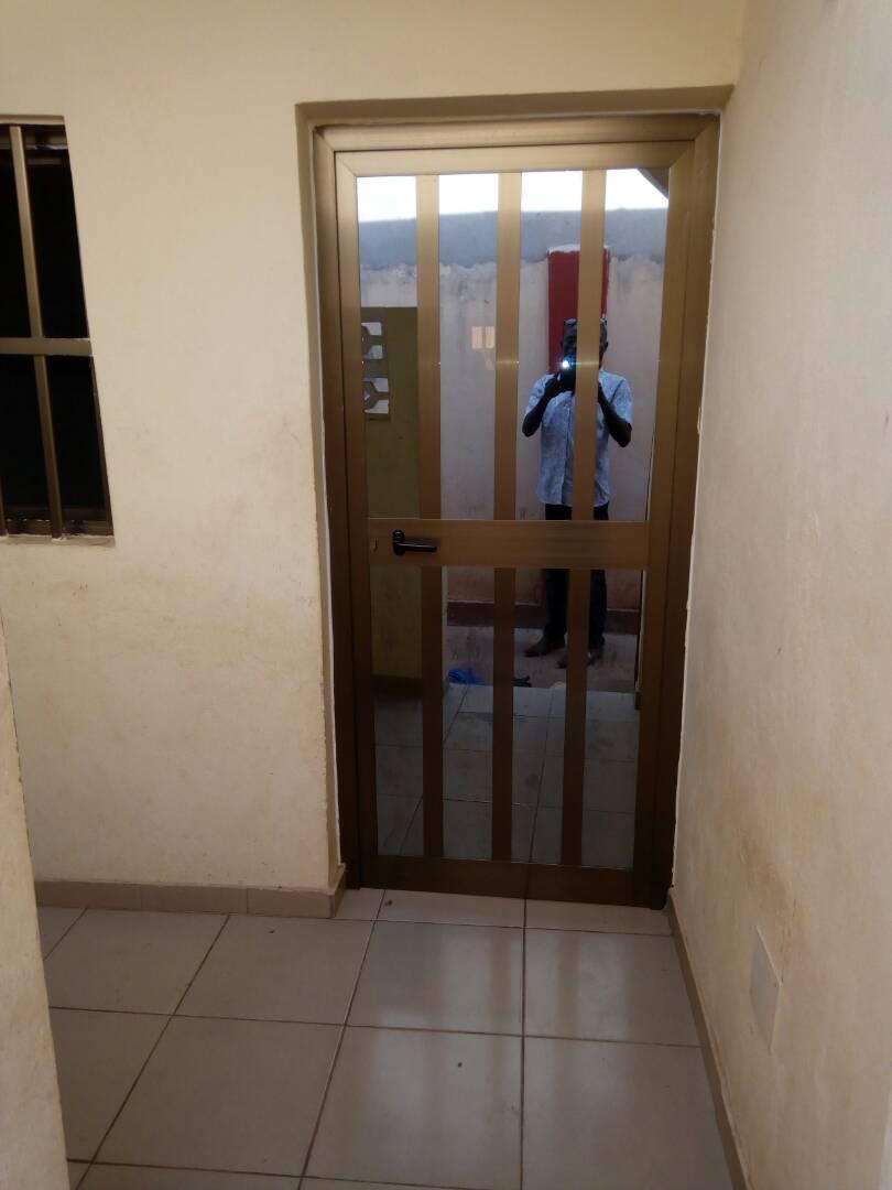 N° 4130 :                             2 chambres salon à louer , Adroukpape, Lome, Togo : 40 000 XOF/mois