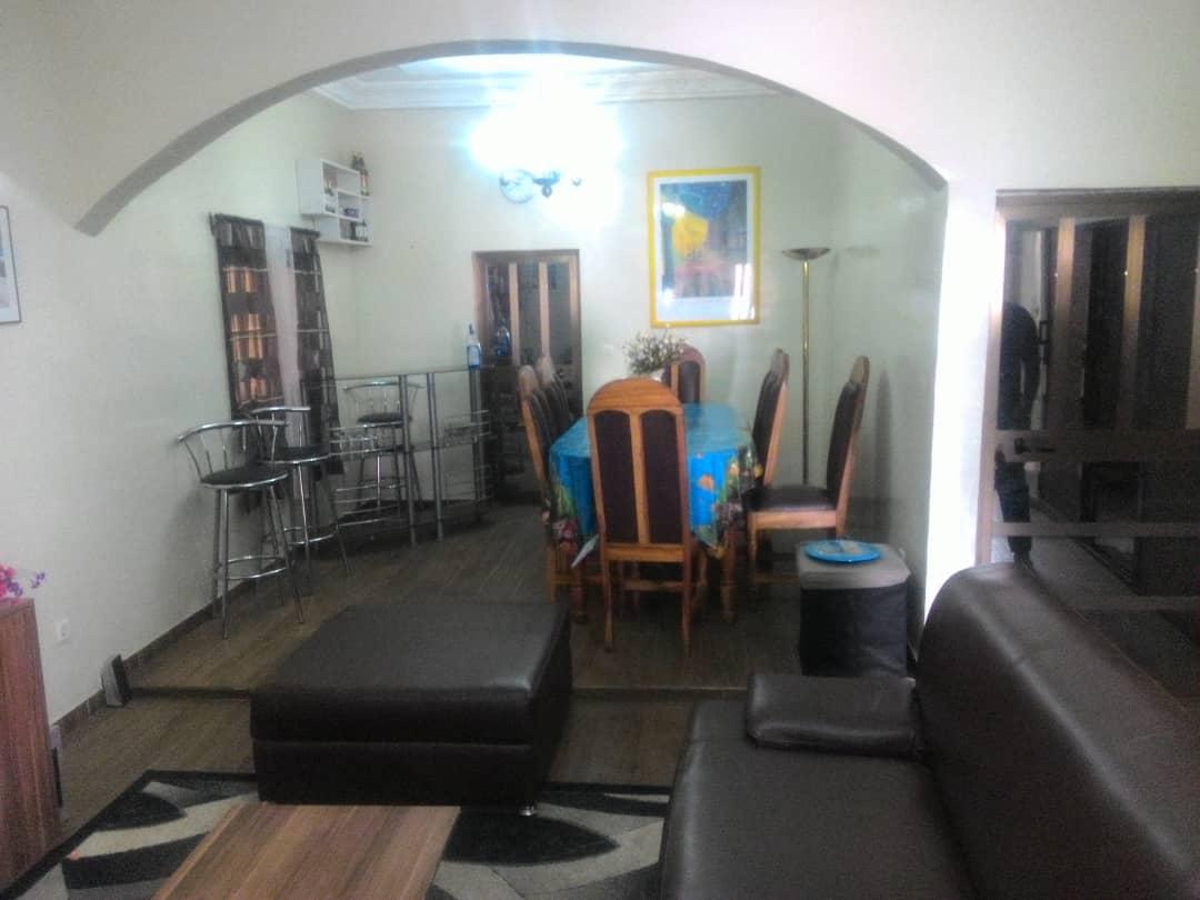 N° 4536 :                             Villa meublée à louer , Entreprise de l'union, Lome, Togo : 400 000 XOF/mois