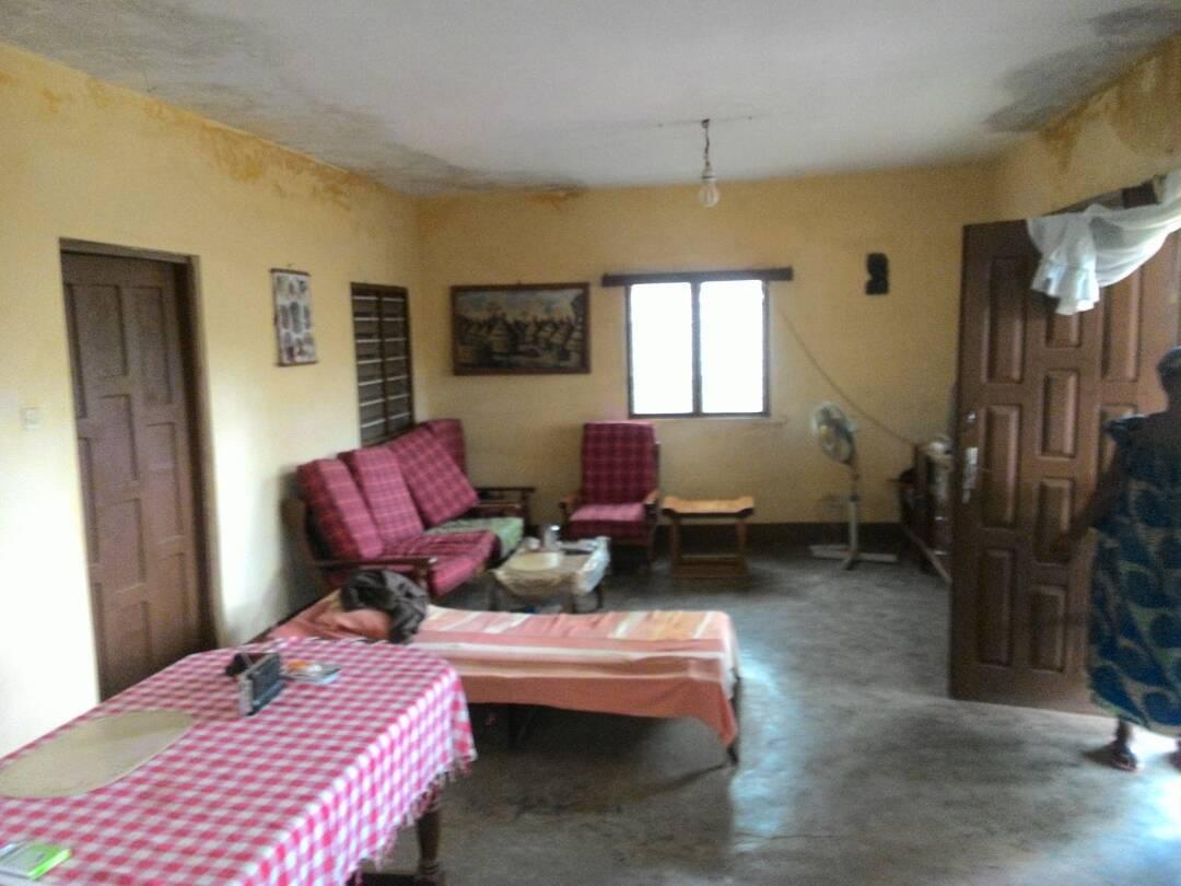 Villa à vendre , agoe                         (AGOE ASSIYEYE   à 200m du goudron)                     , Lome : 33 000  000 FCFA
