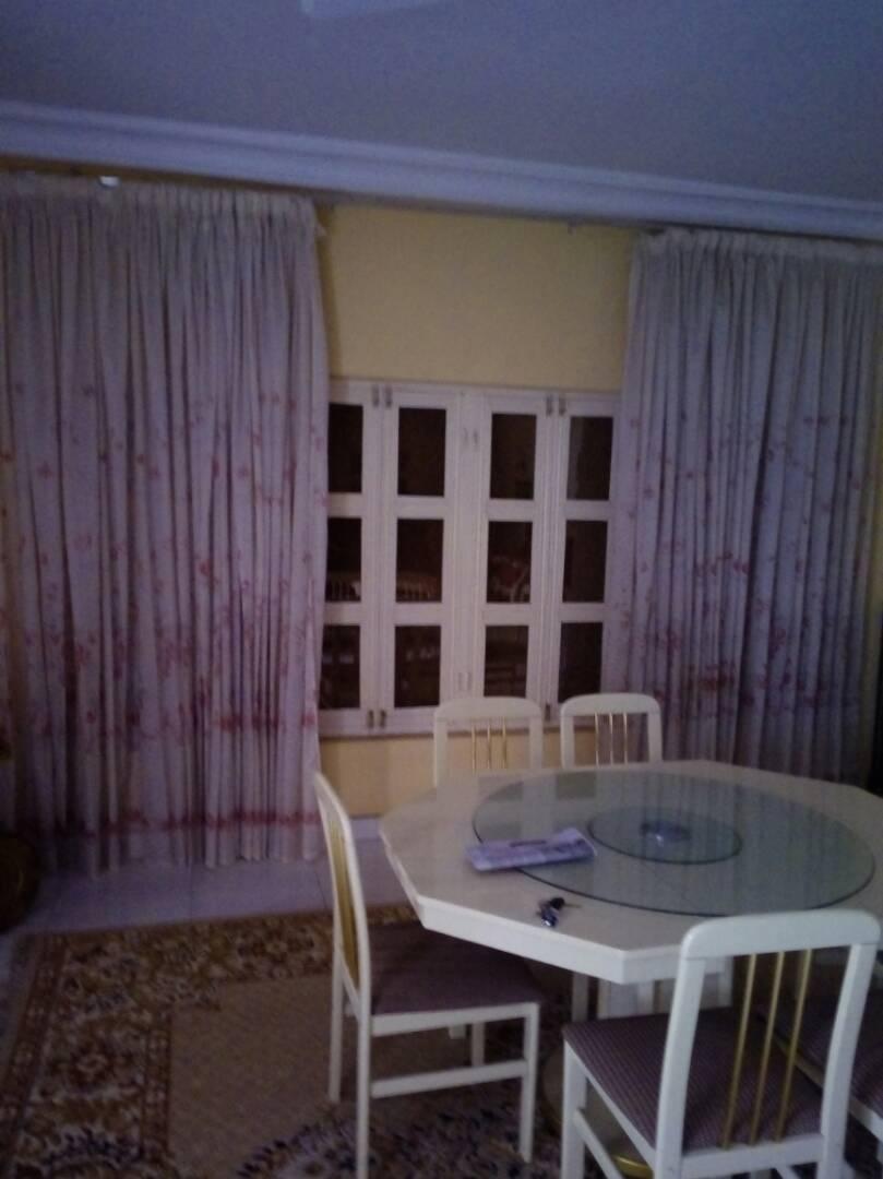 Villa à vendre , adidogome                         (Adidogomé Catholique à 200mètre du goudron)                     , Lome : 150 000  000 FCFA