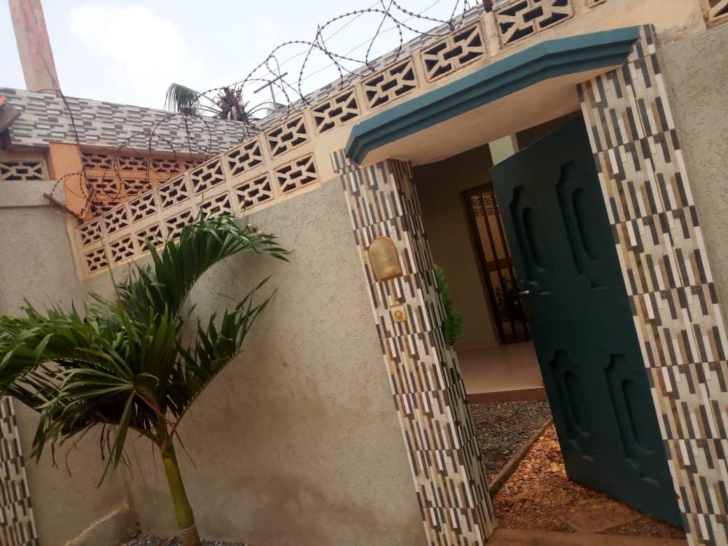 N° 4498 :                             Villa meublée à louer , Kegue, Lome, Togo : 300 000 XOF/mois