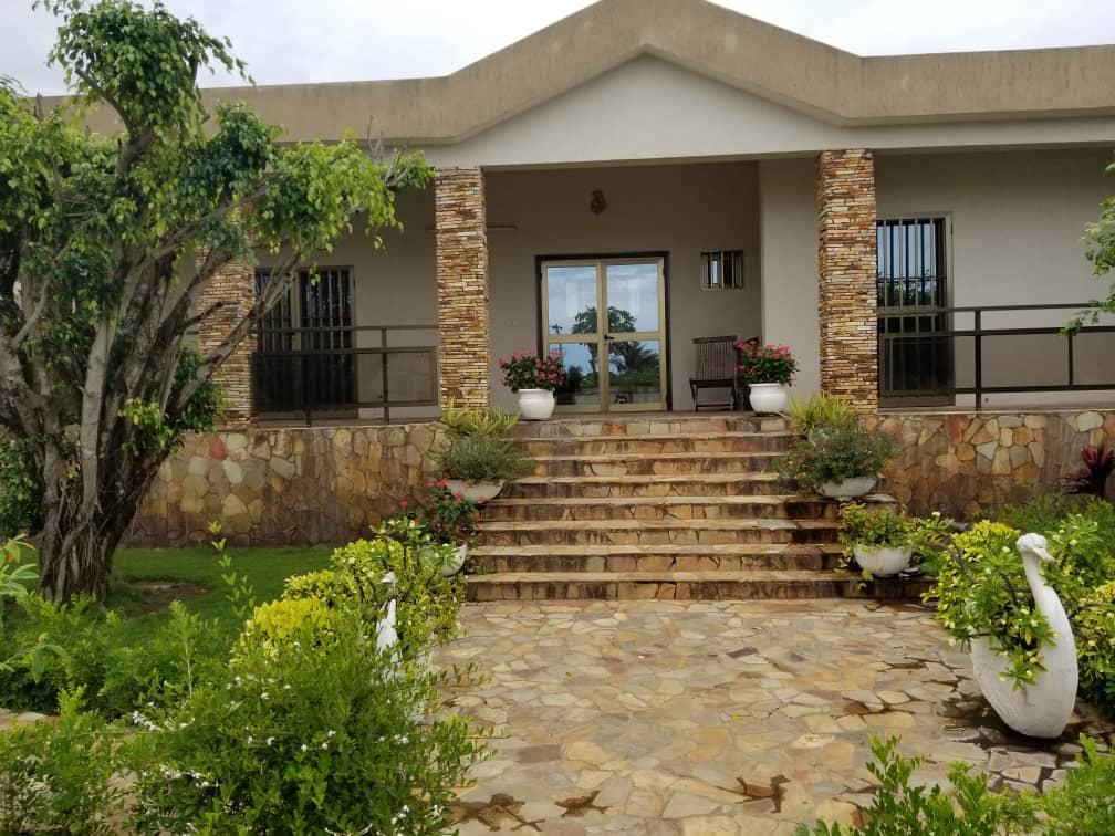 Villa à vendre , baguida                         (A 200m de la plage)                     , Lome : 400 000  000 FCFA