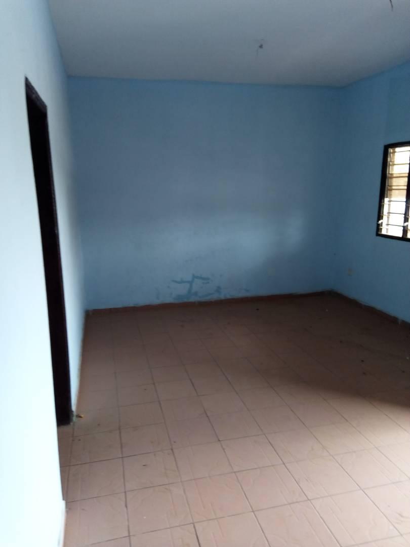 Villa à louer , adidogome                         (A 100m carrefour Hôtel Caraïbes de l'ECOLE NEWTON.)                     , Lome : 100 000 FCFA/mois