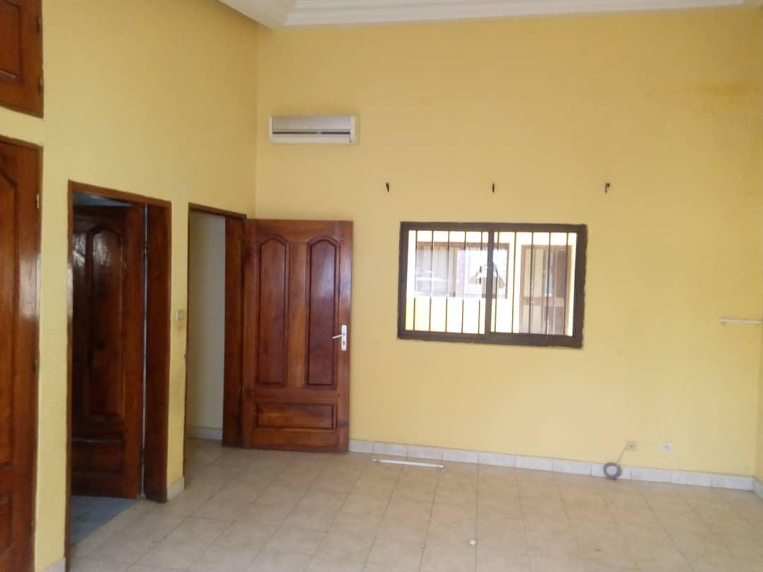Villa à louer , agbalepedo                         (Non loin du Pavé)                     , Lome : 200 000 FCFA/mois
