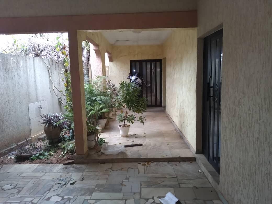 Villa à louer , adidogome                          (Non loin du bar FIFA)                     , Lome : 100 000 FCFA/mois