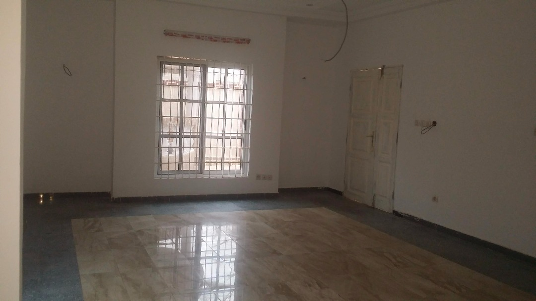 Villa à vendre , agoe                         (Assiyéyé non loin de Bar Bafana)                     , Lome : 150 000  000 FCFA