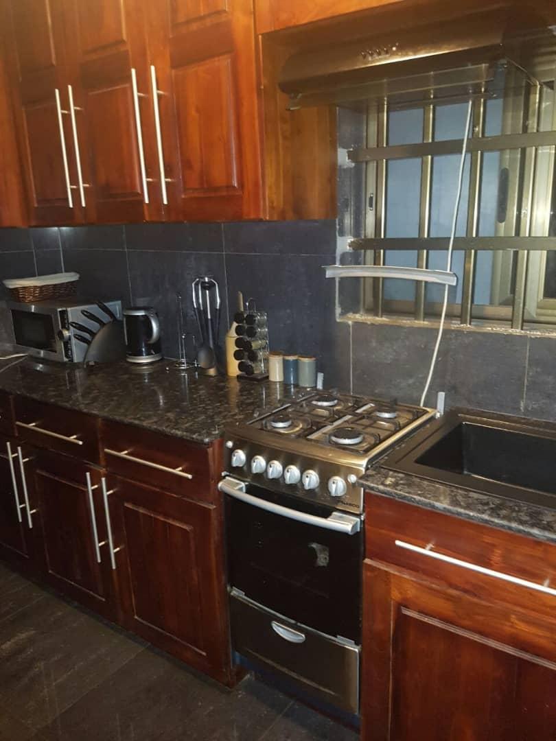 Appartement meublé à louer , adidogome                         (Non loin du goudron)                     , Lome : 700 000 FCFA/mois