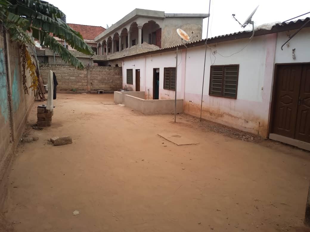 Maison à vendre , agoe                         (ASSIYEYE)                     , Lome : 25 000  000 FCFA