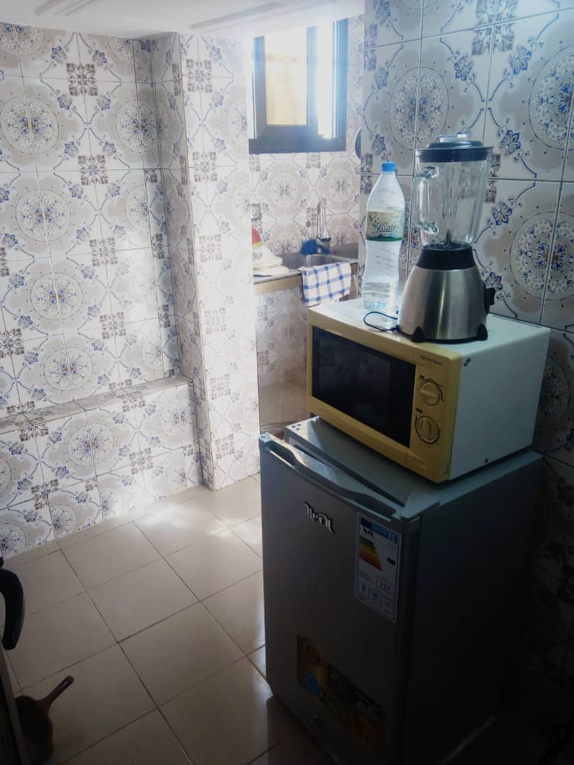 Appartement meublé à louer , tokoin                         (Non loin du Goudron)                     , lomé : 250 000 FCFA/mois