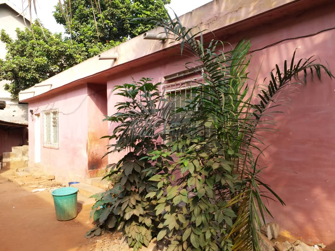 Villa à vendre , hedzranawoe                         (Juste derrière la Radio Maria)                     , Lome : 50 000  000 FCFA
