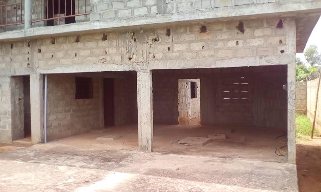 Maison à vendre , zanguera                         (Non loin de UCAO)                     , Lome : 55 000  000 FCFA