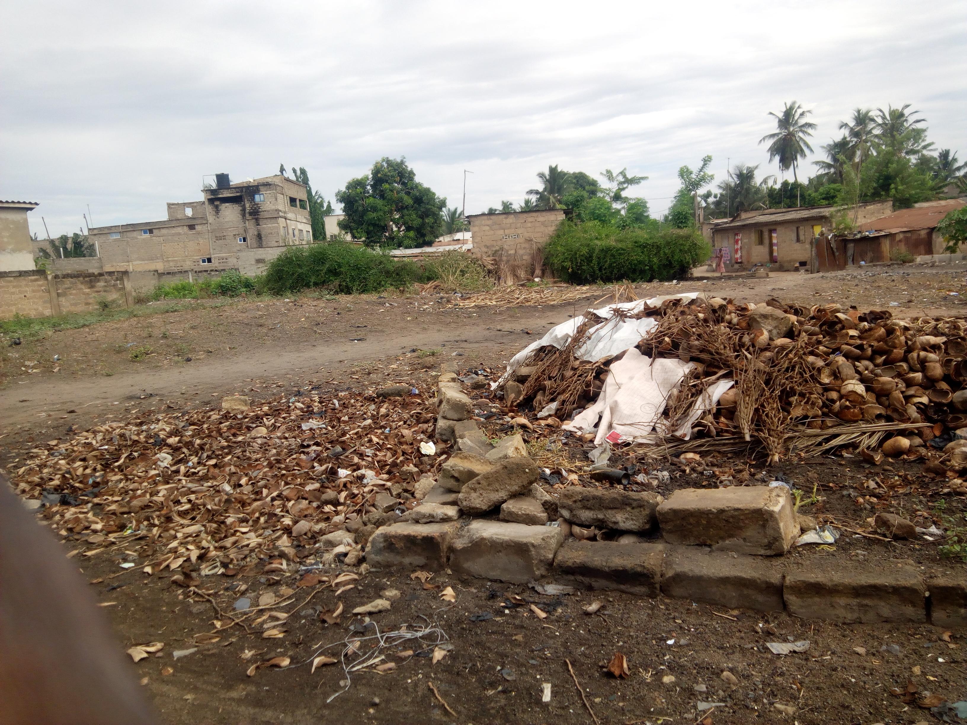 Terrain à vendre , adidogome-soviepe                         (Non loin de clinique Kékéli)                     , Lome : 7 000  000 FCFA