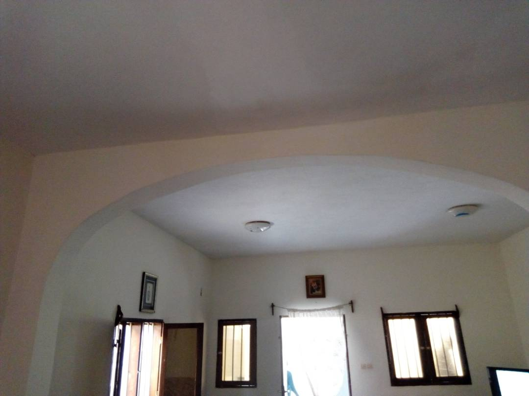 Villa à louer , agoe                         (Koshigan non loin du CEG)                     , Lome : 100 000 FCFA/mois