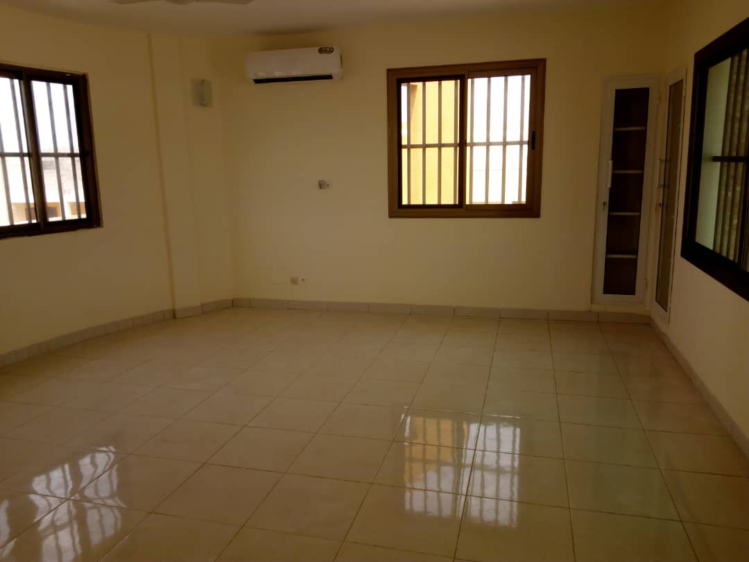 N° 4518 :                             Villa à louer , Baguida, Lome, Togo : 1 100  000 XOF/mois