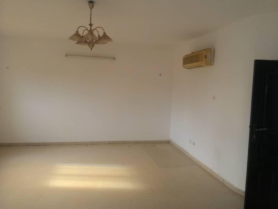 Appartement à louer , agoe                         (LYCÉE RÉSERVE  à 50m du goudron)                     , Lome : 85 000 FCFA/mois