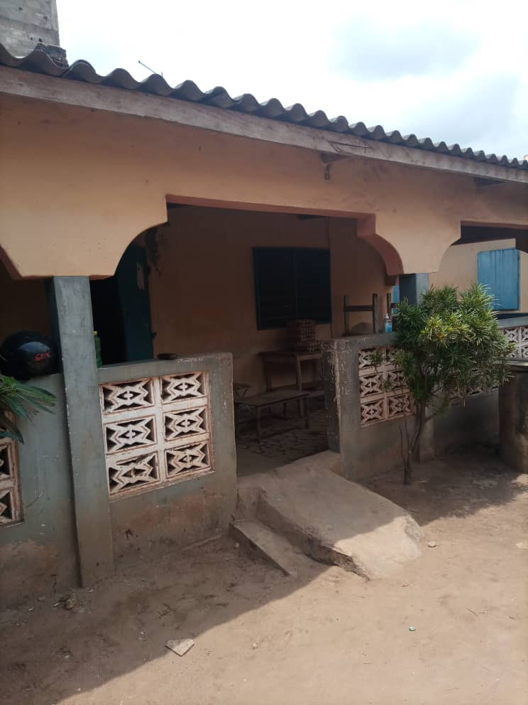 N° 5063 :                         Maison à vendre , Agoe, Lome, Togo : 40 000  000 XOF/vie