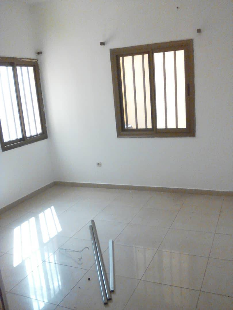 N° 4264 :                             Villa à louer , Kegue, Lome, Togo : 200 000 XOF/mois
