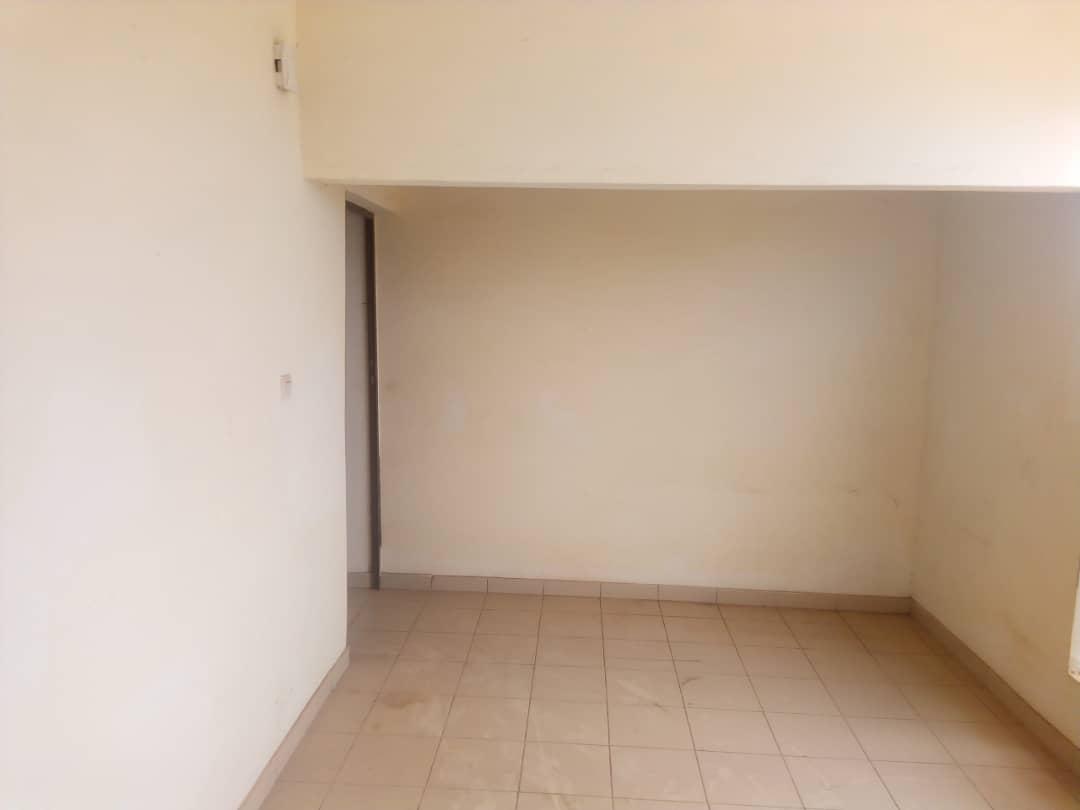 Chambre salon à louer , atiegou                         (Non loin de l'école primaire)                     , Lome : 50 000 FCFA/mois