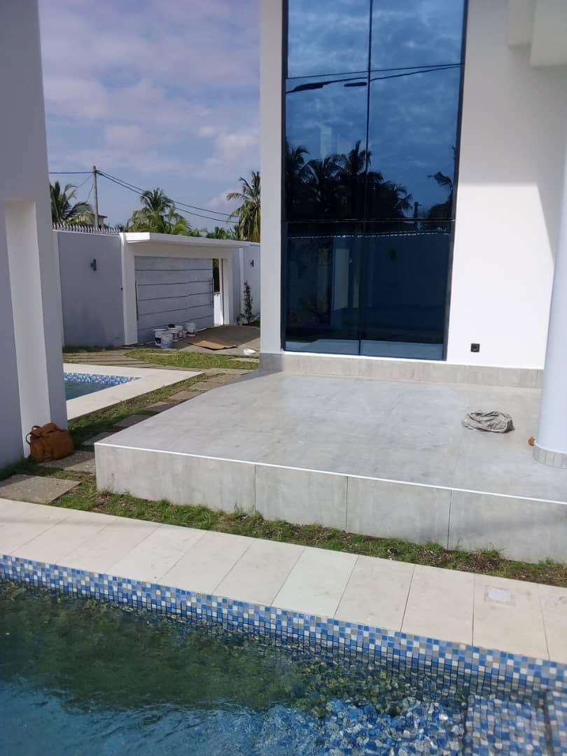 Villa à vendre , baguida                         (Non loin du goudron)                     , Lome : 400 000  000 FCFA