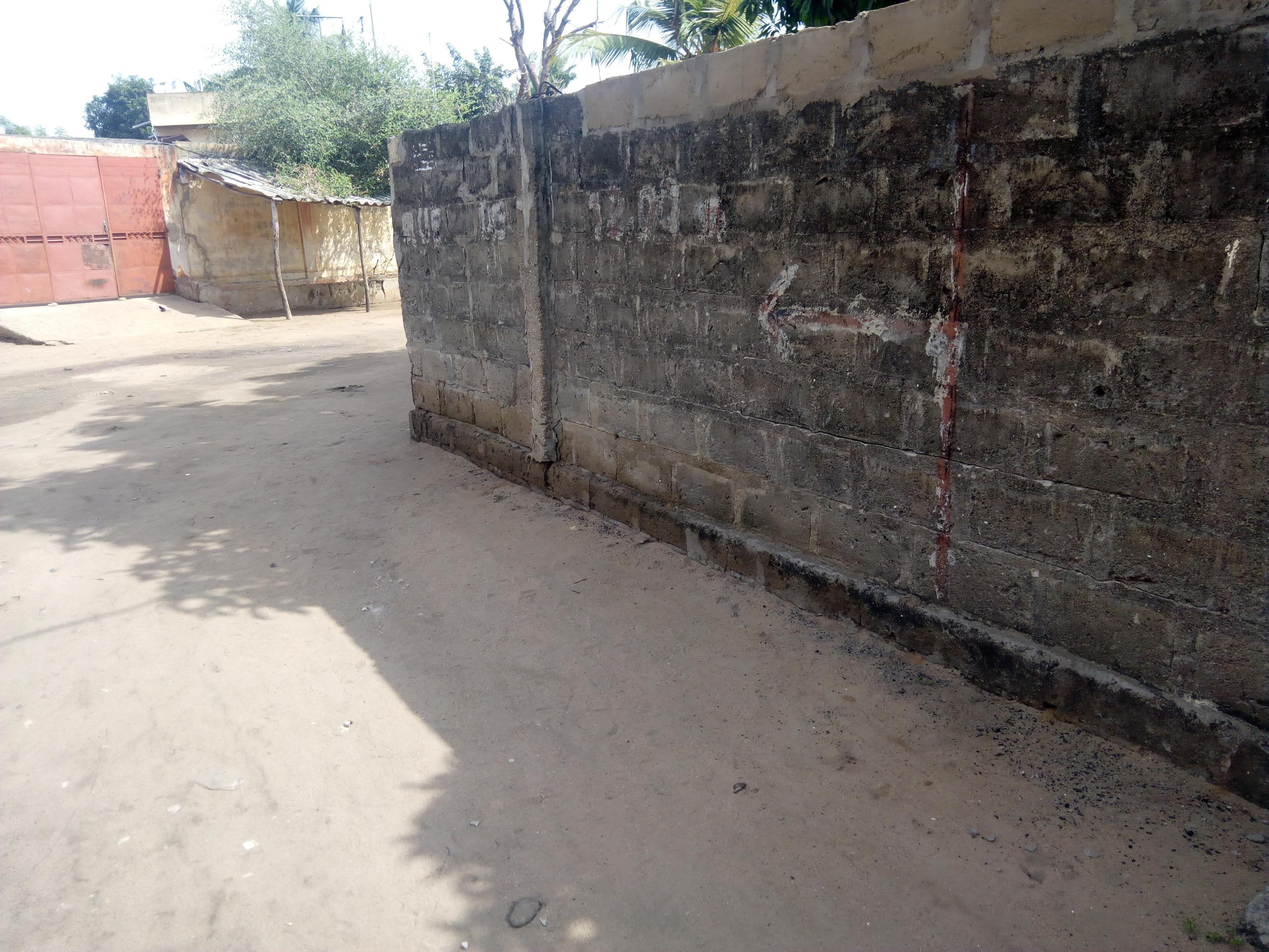 N° 4141 :                             Terrain à vendre , Adamavo, Lome, Togo : 15 000  000 XOF/vie