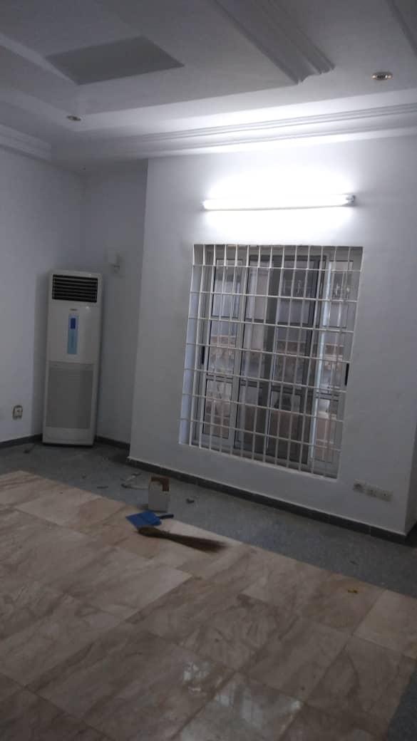 Villa à vendre , agoe                         (Assiyéyé)                     , Lome : 150 000  000 FCFA