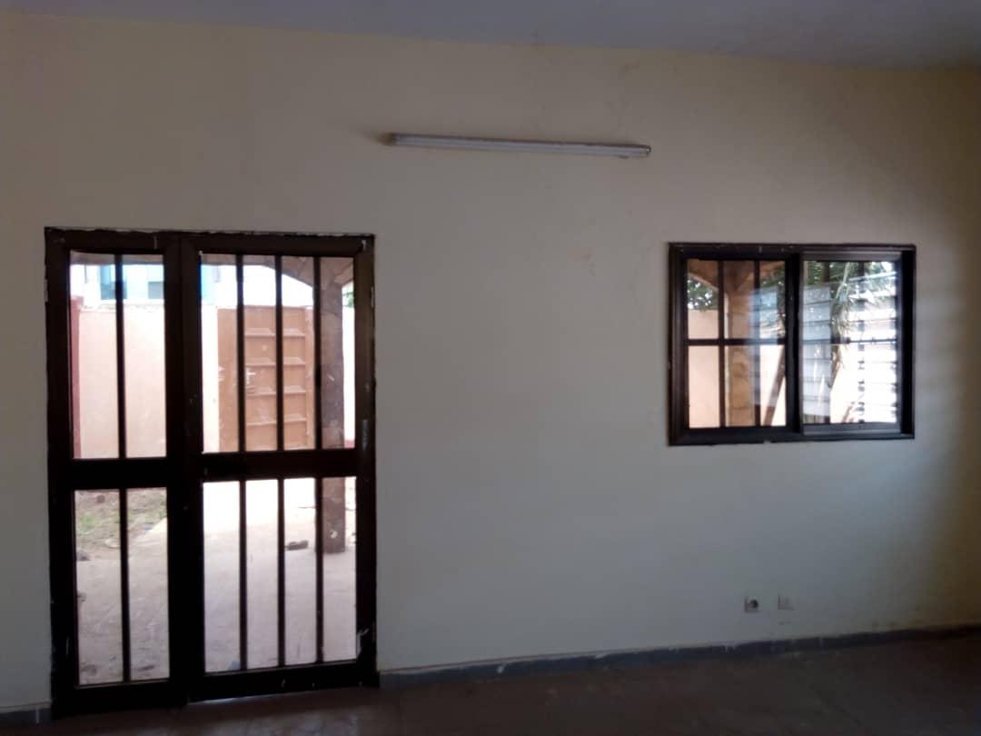 N° 4432 :                             Villa à louer , Agoe kossigan, Lome, Togo : 100 000 XOF/mois