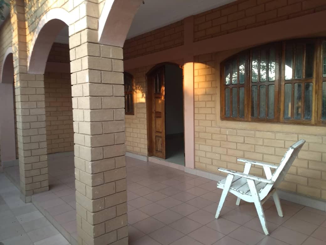 Appartement à louer , kegue                          (Kélégougan non loin de l'école primaire.)                     , Lome : 120 000 FCFA/mois