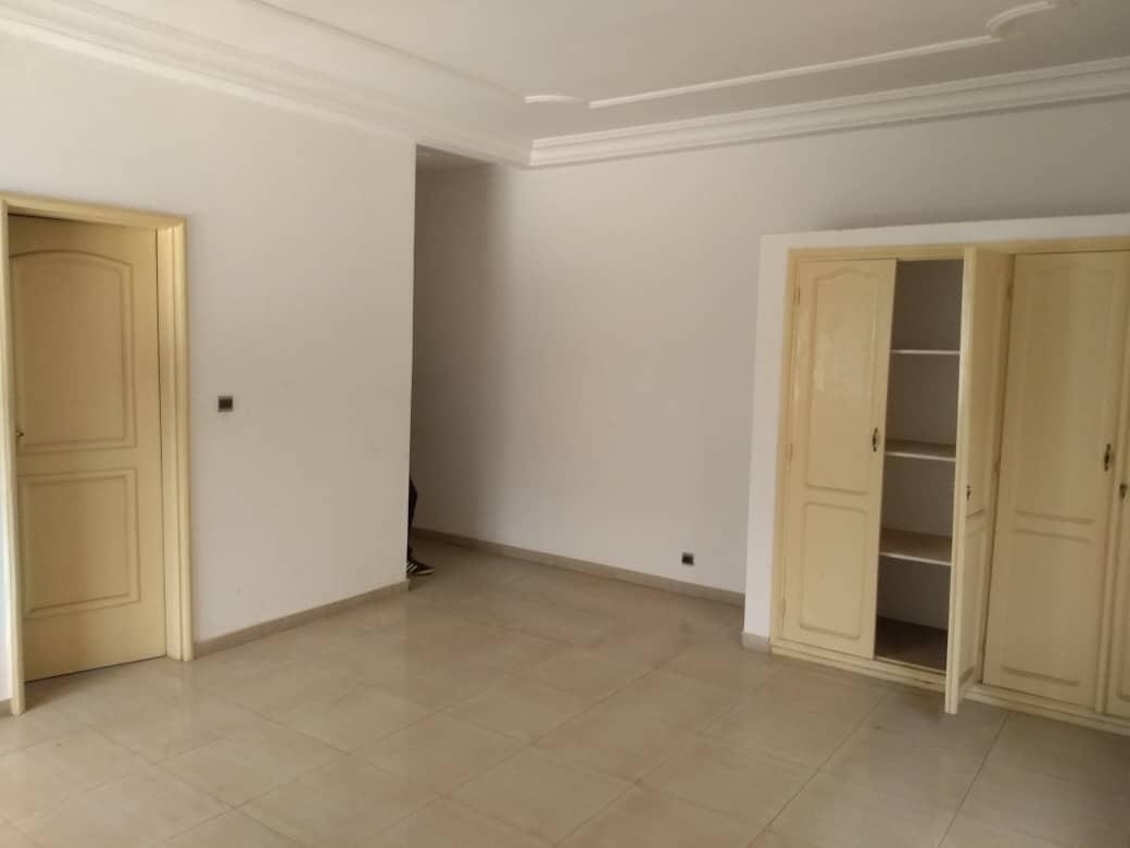 N° 4153 :                             Villa à louer , Hédzranawoé, Lome, Togo : 1 200  000 XOF/mois