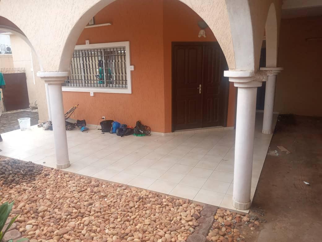 N° 4936 :                         Villa à louer , Hedranawoe, Lome, Togo : 200 000 XOF/mois