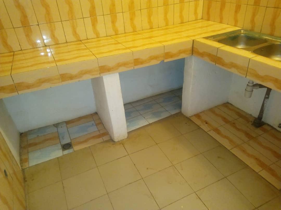 Villa à louer , agoe                         (Sogbossito non loin de la maison Abass BONFO)                     , Lome : 150 000 FCFA/mois
