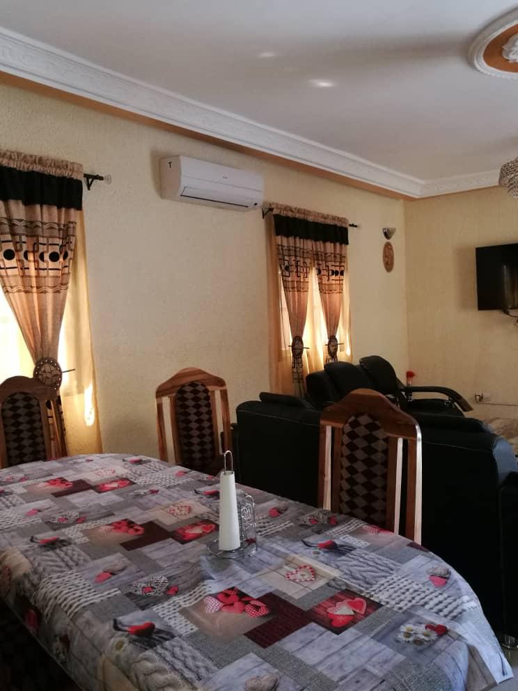 Villa meublée à louer , agoe                         (Camp fir à100m du goudron)                     , Lome : 250 000 FCFA/mois