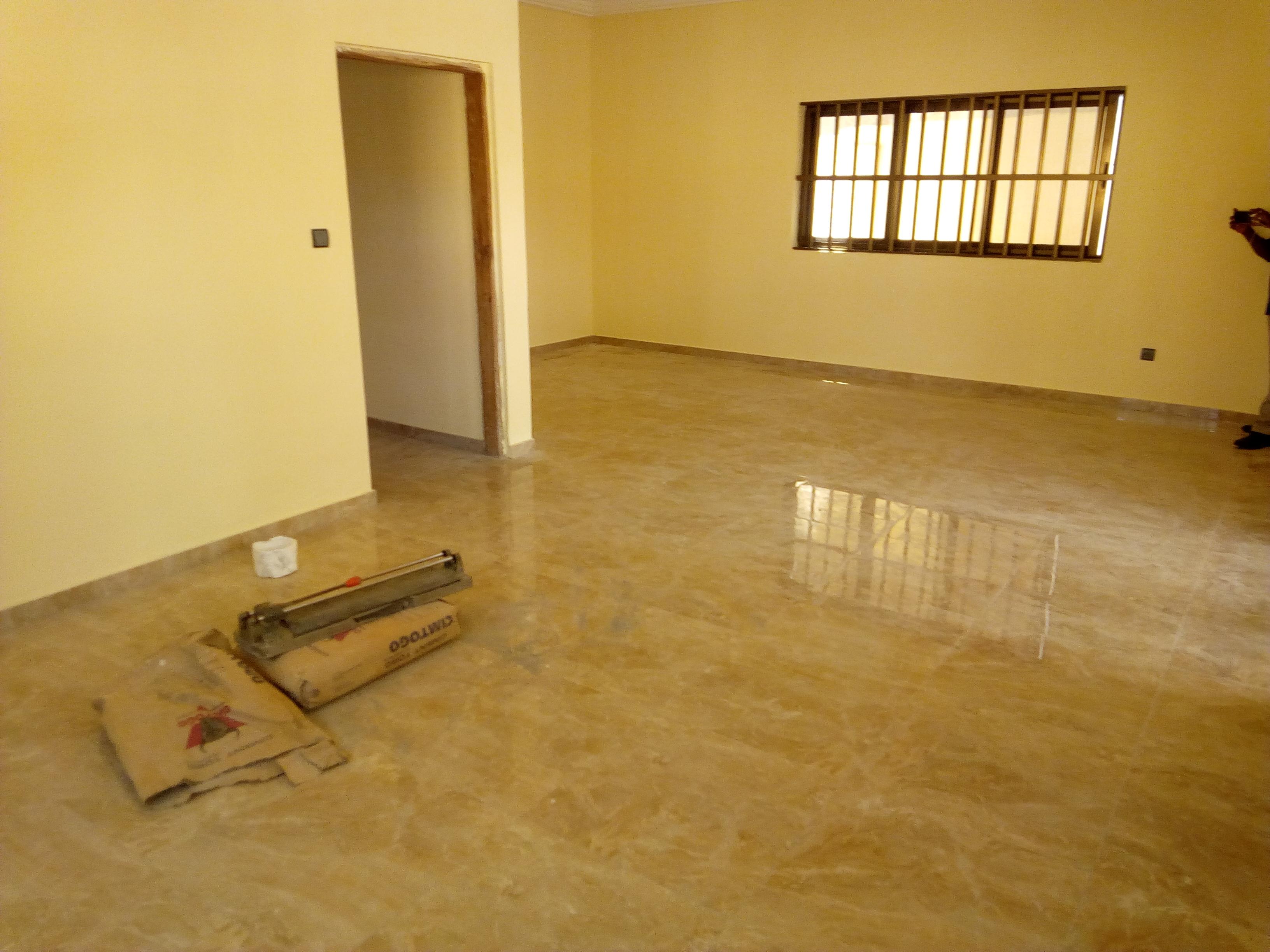 Villa à louer , agbata                         (Non loin de l'église Assemblée de Dieu)                     , Lome : 80 000 FCFA/mois