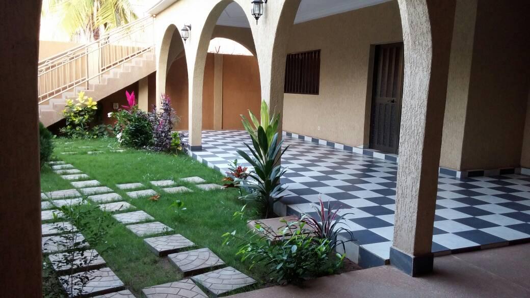 Villa à louer , hédzranawoé                         (Hédzranawoé  juste après Sito Aéroport)                     , Lome : 600 000 FCFA/mois