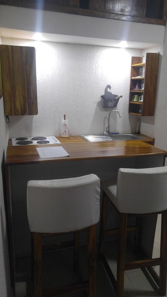 N° 4581 :                             Studio meublé à louer , Tokoin, Lome, Togo : 250 000 XOF/mois