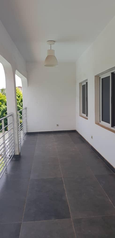 Villa à louer , agoe reserve                          (A 80 m du goudron non loin du carrefour 2 lions.)                     , Lome : 800 000 FCFA/mois