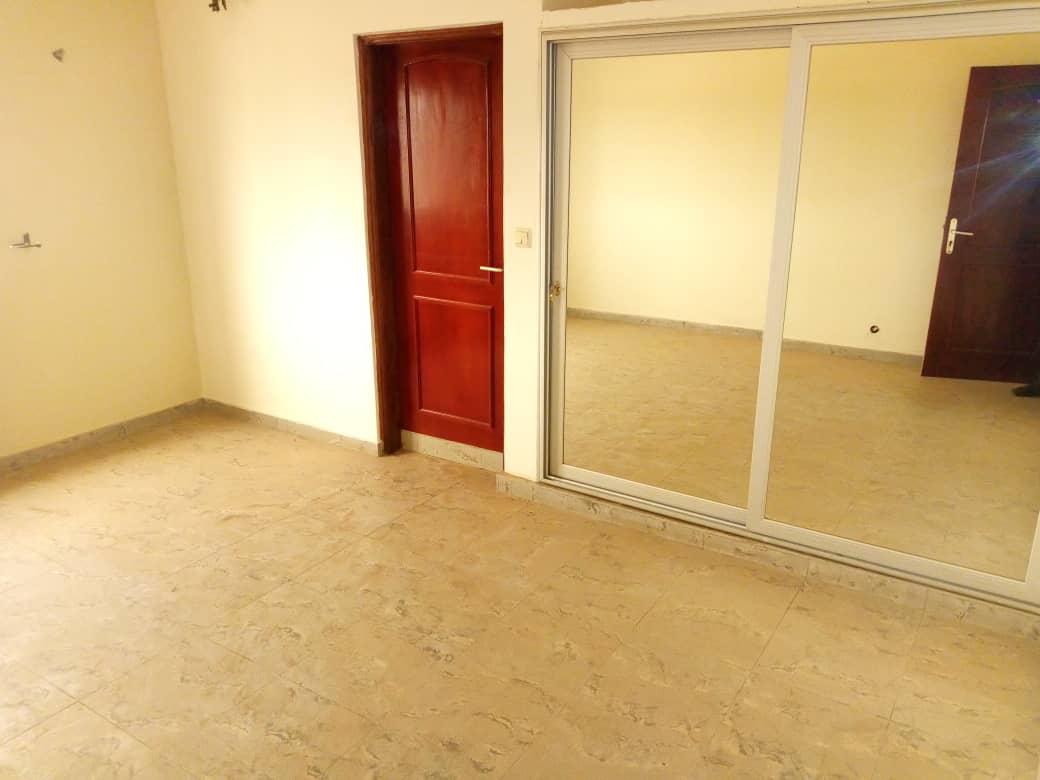 N° 4692 :                             Villa à louer , Kelegougan, Lome, Togo : 400 000 XOF/mois