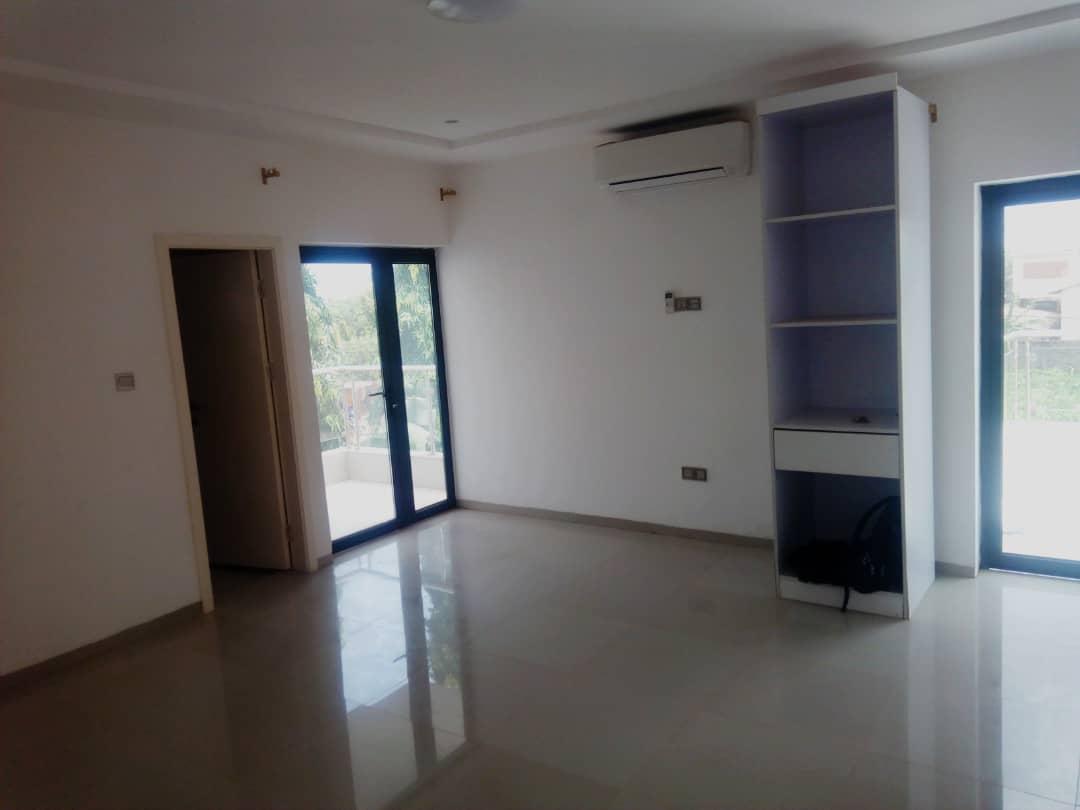 Villa à louer , kegue                         (Non loin de la maison de Kpatcha)                     , Lome : 900 000 FCFA/mois