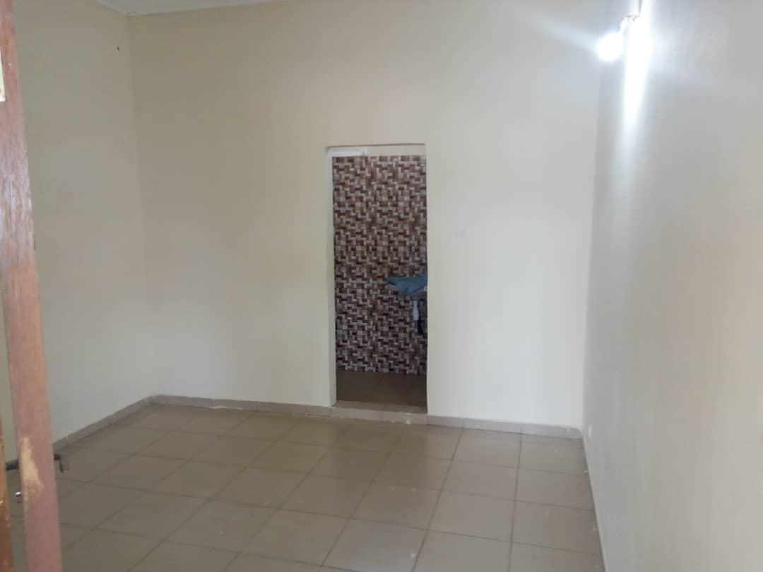 Chambre à louer , avedji                         (Frigo Non loin du goudron)                     , Lome : 25 000 FCFA/mois