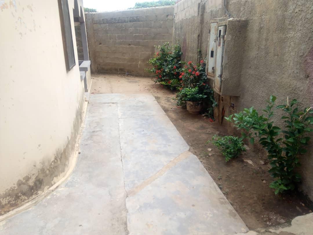 N° 4714 :                             Villa à louer , Adidogome soviepe, Lome, Togo : 70 000 XOF/mois