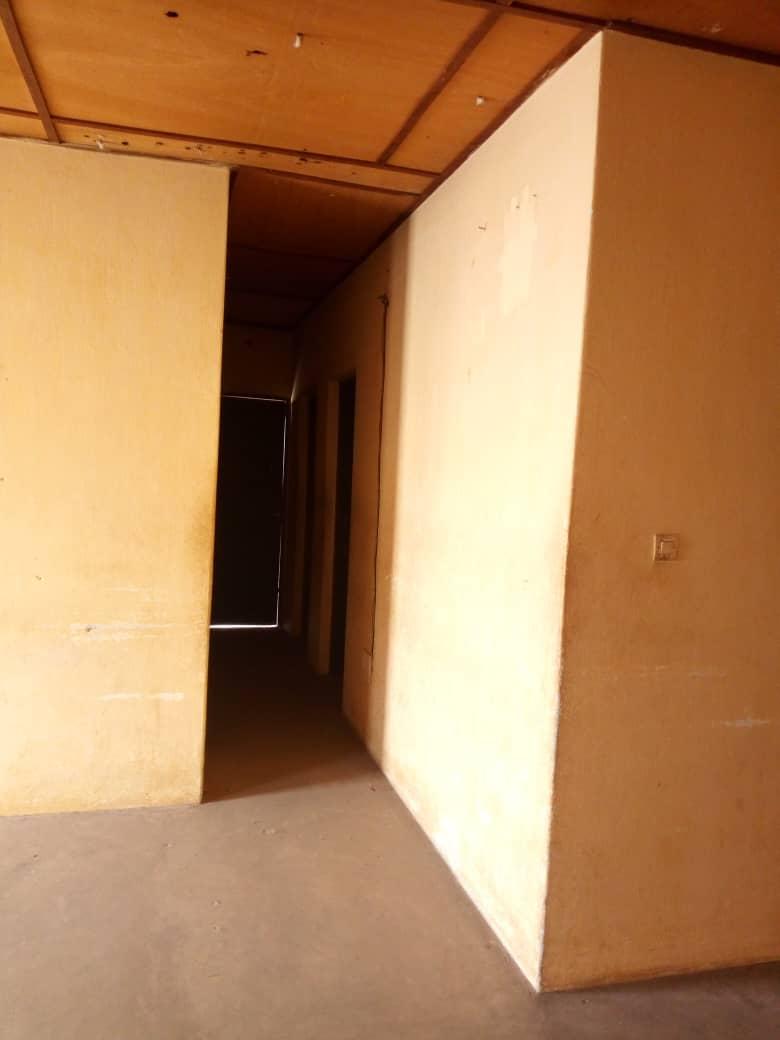 Maison à vendre , hedzranawoe                         (A 10 m du marché Hédzranawoé)                     , Lome : 35 000  000 FCFA